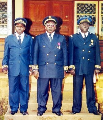 DO for Kumbo (right), Bui SDO (centre) and outgoing DO (left)