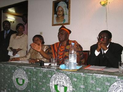 Fru Ndi at press conference