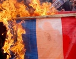 French_flag_gets_burnt