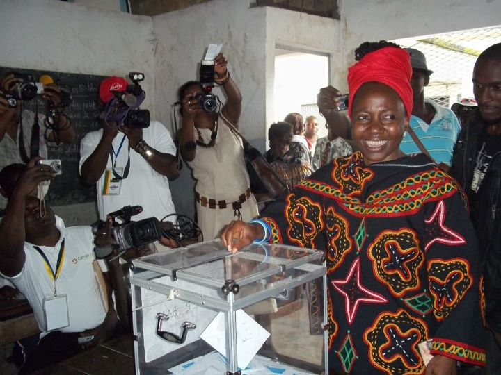 Kah Walla casting her vote