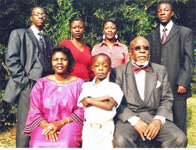 Bate_besong_and_family