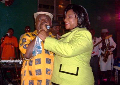 Njomo_of_old_timers_band_sings_hon_