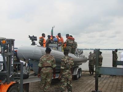 Forces Armées Camerounaises Us_embassy_donates_3