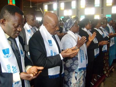Jopasit_students_praying_at_inaugur