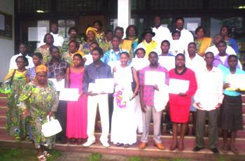 Laureates_pose_with_feca_members